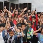 बागमती किनारमा रहेको सुकुम्बासी बस्तिका २२५ बालबालिकाहरुलाई सुप्रसिद्ध गायिका अन्जु पन्तको सहयोग