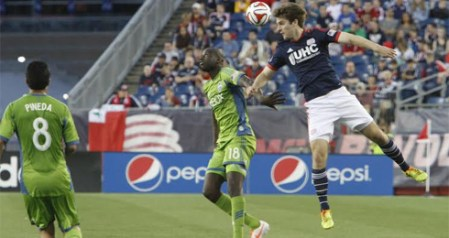 Patrick Mullins wins a header against Seattle on Sunday. (Photo: Chris Aduama/aduamaphotography.com)