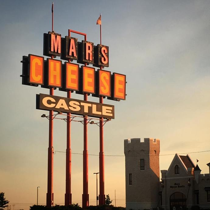Le Castle de Fromage roadsideamerica marscheesecastle wisconsin cheesy goldenhour