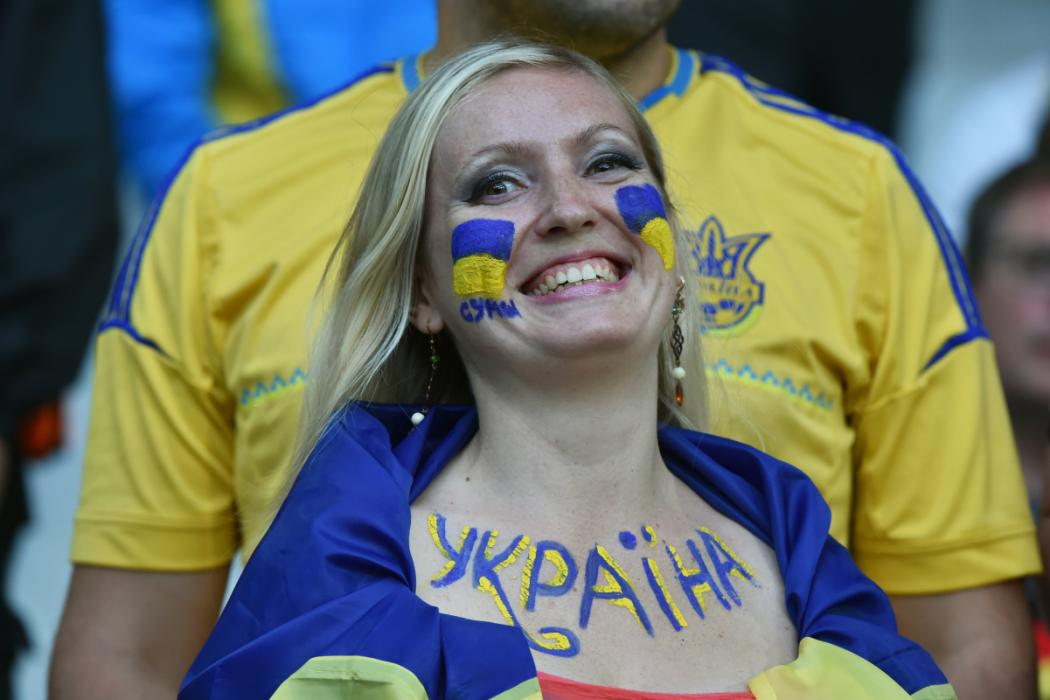 A Ukraine supporter smiles ahead of the Euro 2016 group C football match between Germany and Ukraine at the Stade Pierre Mauroy in Lille on June 12, 2016. / AFP PHOTO / PHILIPPE HUGUEN