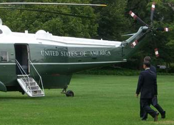 Hubschrauber des US Präsidenten -  mit traditioneller Sans-Serifenschrift