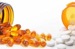 Image shows fish oil pills and aspirin.