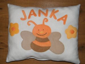 Méhecske fehér alapon