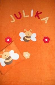 Méhecske virágokkal narancssárga alapon
