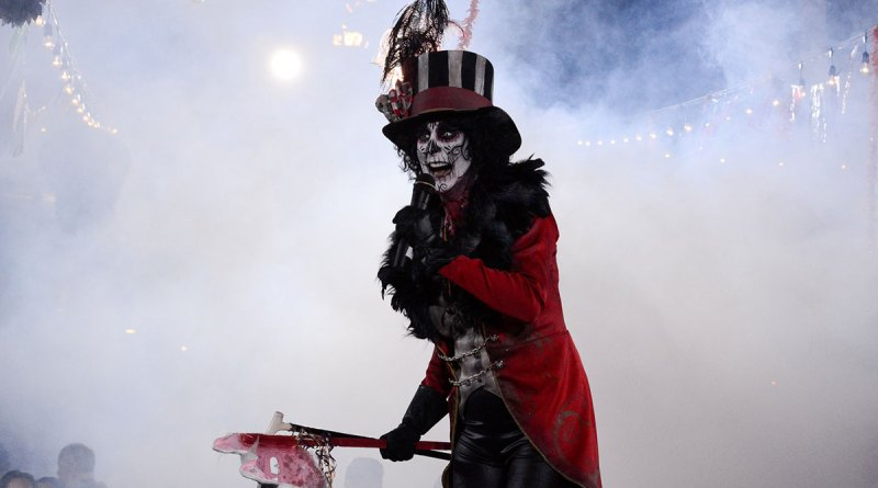 The Ringmaster {seen in a pic from last year} returns for 2014.