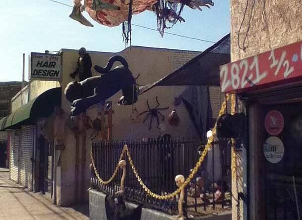 Western House of Darkness 2014: sidewalk
