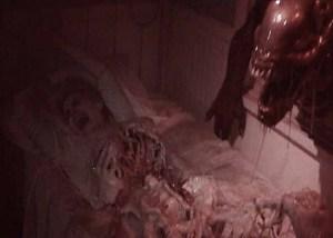 Halloween Horror Nights 2014: Aalien v Predator skeletal woman