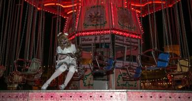 queen-mary-dark-harbor-2015-scary-mary-on-merry-go-round