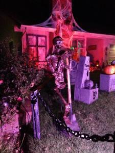 haunted-grounds-2016-skeleton-with-shovel