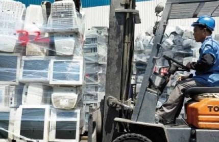 處理廠每年處理國內一百萬台廢棄電腦-經典雜誌