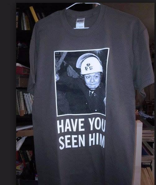 台灣社會運動中,最有名的無名鎮暴警察應該是這位莫屬。 圖片來源:imgur.com