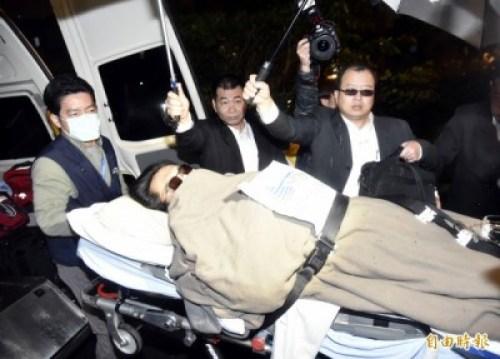 黃安回台就醫,引發大眾反彈。 圖片來源:自由時報