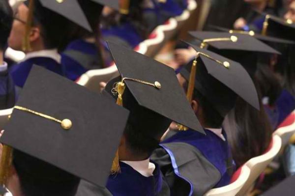 年輕人進入社會,就面臨學貸及低薪等問題。 圖片來源:蘋果日報