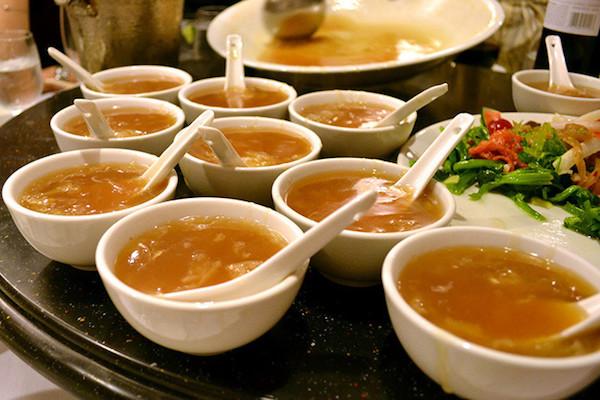 吃魚翅羹可以富邦興國? 圖片來源:微博