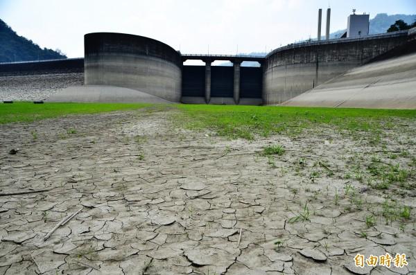 今年四月初水庫乾涸到見底。 圖片來源:自由時報