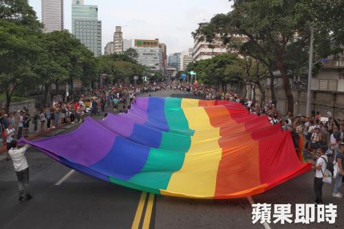 婚姻平權之路仍須繼續往前走。 圖片來源:蘋果日報