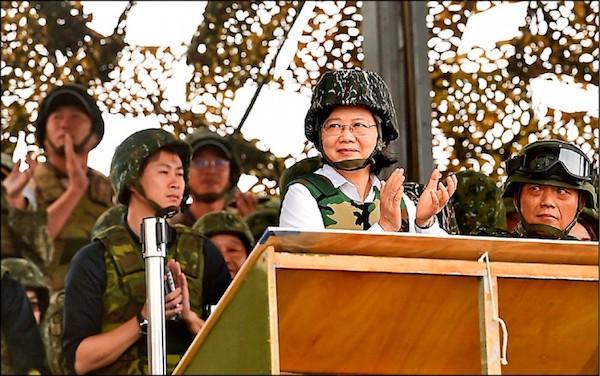 蔡英文受訪回應台灣可承受中國第一擊。 圖片來源:蘋果日報