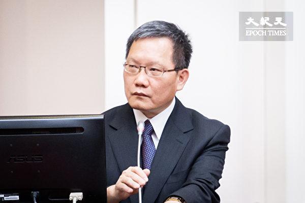 財政部長蘇建榮說《財政收支劃分法》明年選前都不會送立院。 圖片來源:大紀元