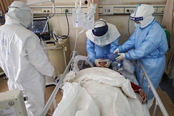 抗疫期間有賴第一線醫護人員冒險奉獻。 圖片來源:大紀元