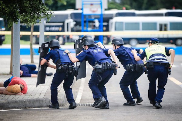 警察執法也須依法行事: 圖片來源:鳴人堂,聯合新聞網