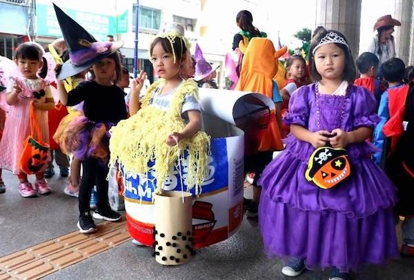 小朋友們為了萬聖節精心打扮。 圖片來源:中時電子報