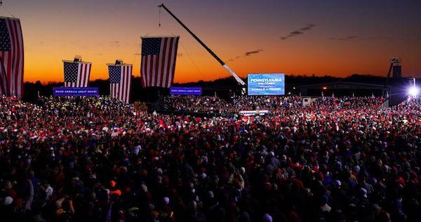 川普總統造勢場合,人山人海看不到邊界。 圖片來源:雅虎奇摩