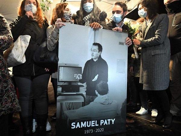 法國教師被恐怖份子斬首。 圖片來源:鏡週刊