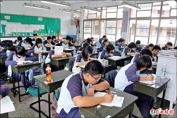 教學現場離教學正常化還有一大段距離。 圖片來源:自由時報
