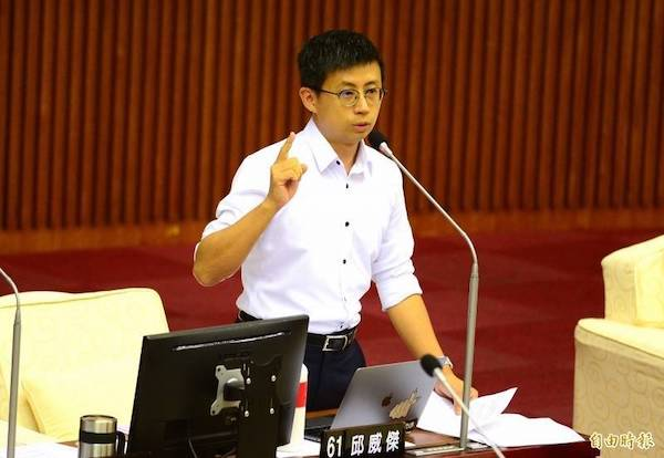 「呱吉」邱威傑強調林瑋豐不是網軍,遭網友罵翻。 圖片來源:自由時報