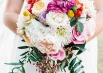 Stunning & Special Cascade Bouquets 2015 For Winter Season Marriages (19)
