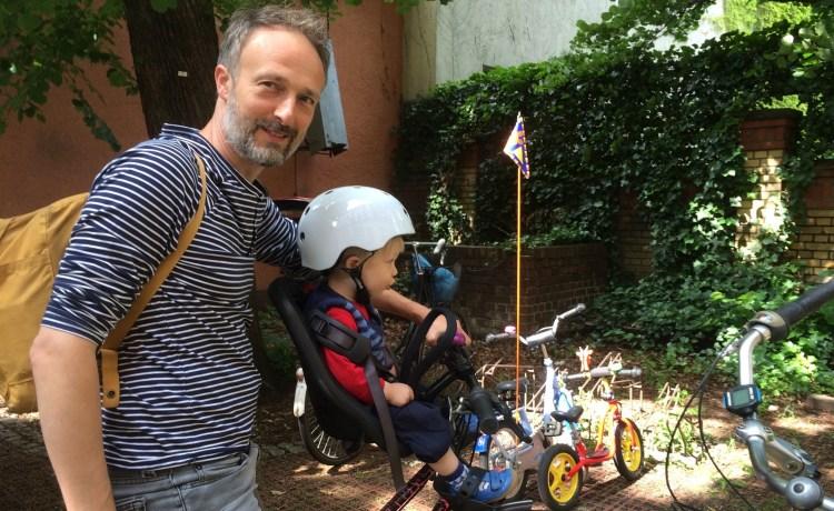 Wohnen in Kreuzberg und turnen dort auch gerne rum: Andreas (links) und Anton