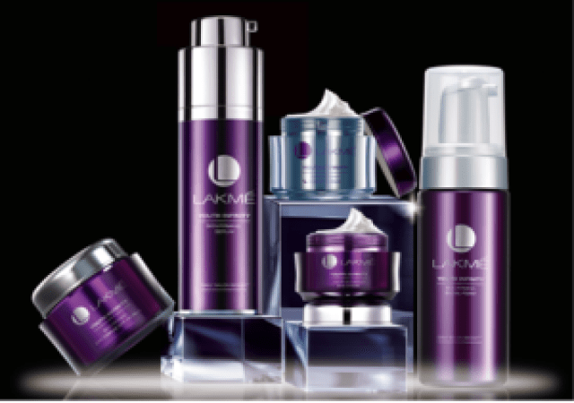 Keep your 20's Sculpted look with Lakmé Youth Infinity