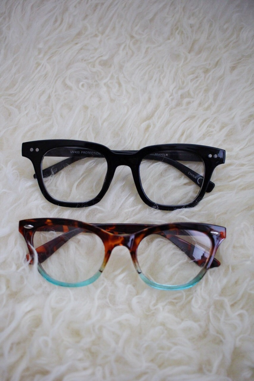 Fake glasses, glasses trend, fashion glasses, nerdy chic, mom accessory
