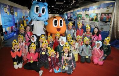 卡通頻道《阿甘妙世界》阿甘、阿達人偶現身「從卡通看科學」展覽現場與小朋友們同歡,獲得熱烈歡迎。