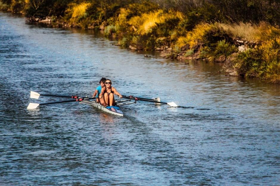 Kanuten auf Fluss