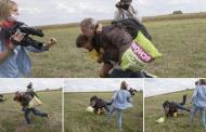 تسبب بطردها من القناة: فيديو لمصورة هنغارية متطرفة تعتدي على مهاجرين بينهم أطفال