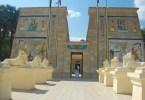 نموذج لأحد المعابد في القرية الفرعونية