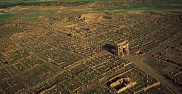 صورة جوية لمدينة تيمقاد الأثرية في الجزائر