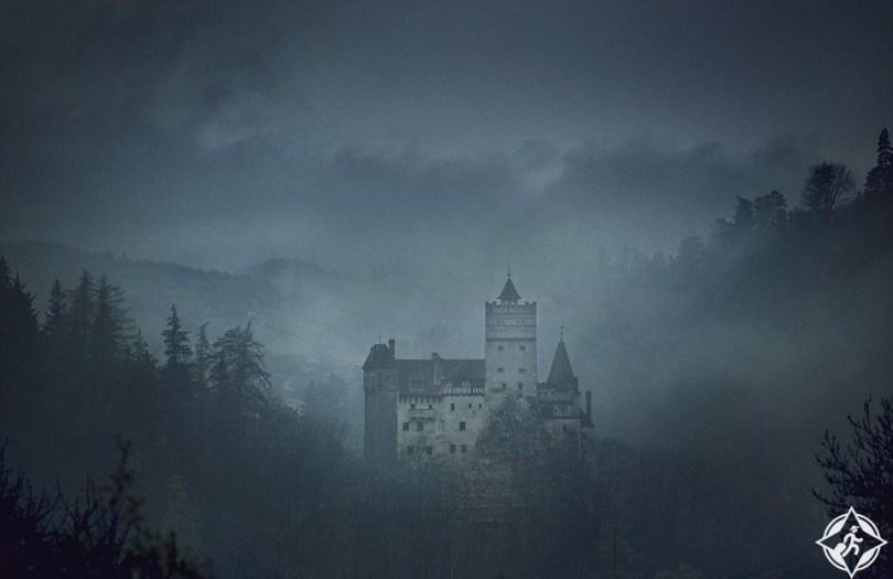 تخيل ماذا ستفعل إذا فزت بفرصة المبيت داخل توابيت قلعة دراكولا ؟