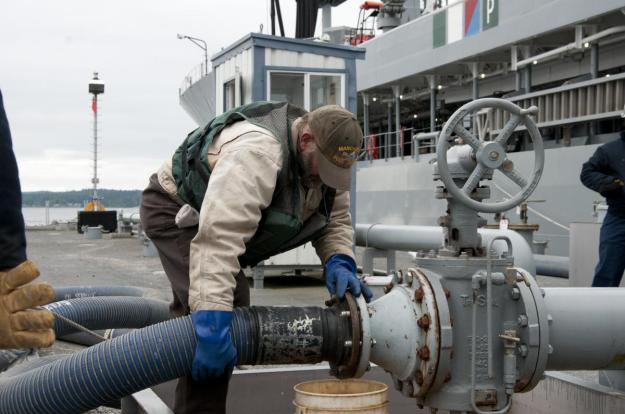Fuels Distribution Systems Operator David Riggs, from Fleet Logistic Center Puget Sound Manchester Fuel Department, secures a fueling hose during a biofuels transfer to the Military Sealift Command fleet replenishment oiler USNS Henry J. Kaiser (T-AO 187). Henry J. Kaiser took on 900,000 gallons of a 50/50 blend of advanced biofuels and is scheduled to deliver the biofuels to platforms participating in the Great Green Fleet demonstration during the exercise Rim of the Pacific 2012. U.S. Navy Photo