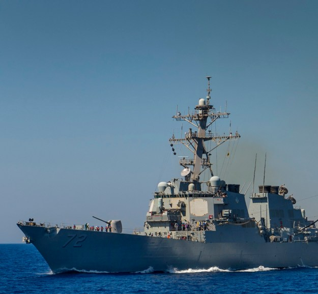 USS Mahan (DDG-72) conducts a replenishment-at-sea in April 2013.