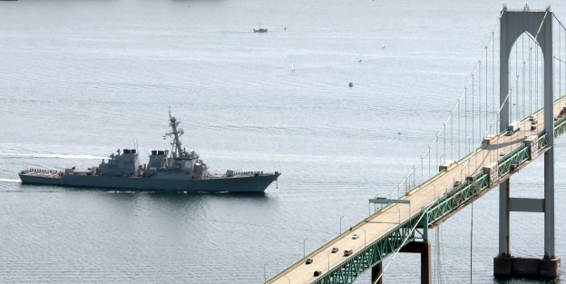 SS Mahan (DDG-72) prepares to pass under the Pell Clairborne Bridge in 2011.