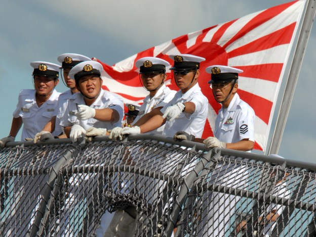 Sailors aboard Japanese destroyer JS KONGO (DDG-173) watch pierside line handlers as the ship moors pierside Naval Station Pearl Harbor on Oct. 15, 2007. US Navy Photo