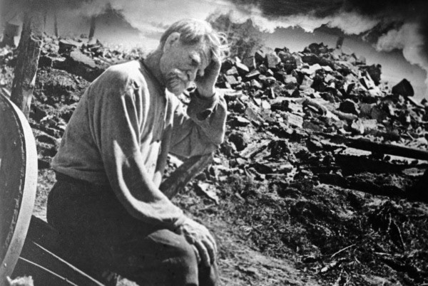 Elderly Ukranian man and his ruined home, Tschernigow region, Ukraine, June, 18 1943. Photo by K. Lishko, Russian International News Agency via World War II Database