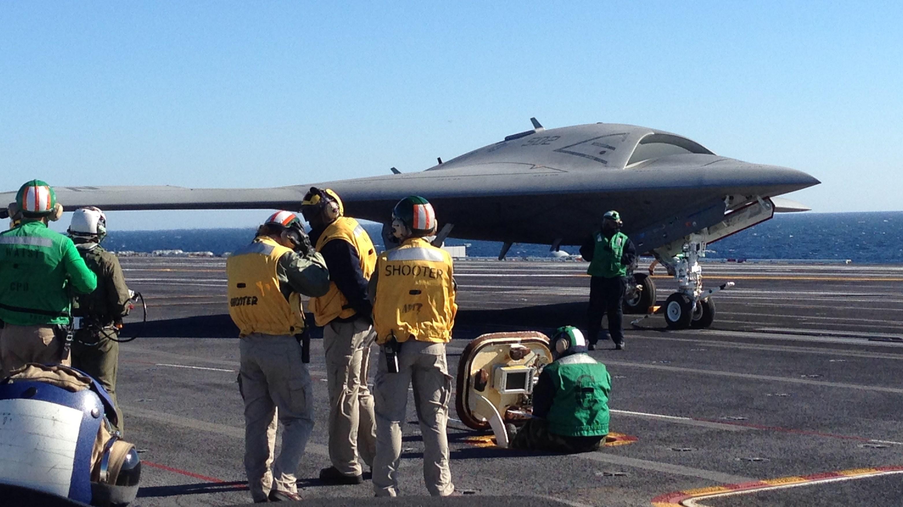 US Navy - Page 13 X-47B_11_10