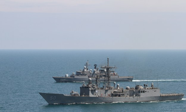 USS Taylor (FFG-50) and the Turkish frigate TCG Turgutries (F-241) on May 11, 2014. US Navy Photo