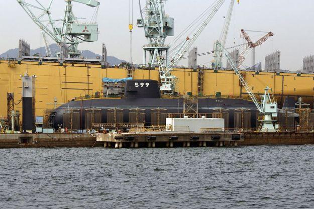 Mitsubishi Heavy Industries Kobe Shipyard & Machinery Works of Kobe Harbor in Kobe, Hyogo prefecture, Japan in 2006. via Wikipedia