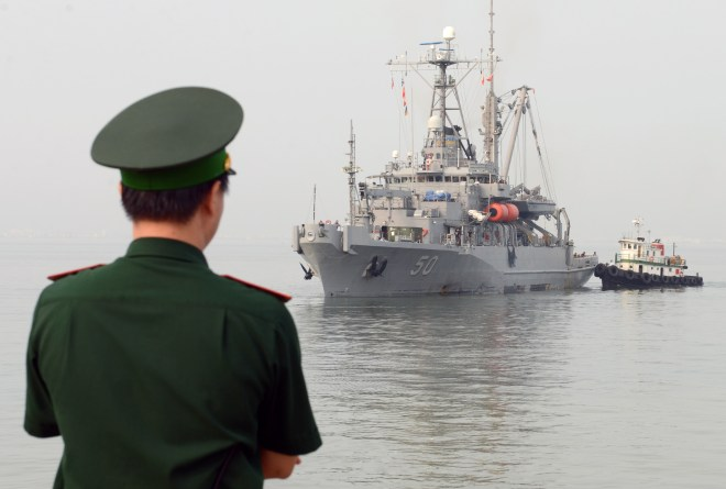 U.S. and Vietnam Start Limited Naval Training On 20th Anniversary of Establishing Diplomatic Relations