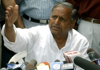 Samajwadi Party throws name of Mulayam in PM race