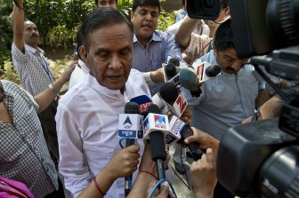 Beni Prasad targets Mulayam again
